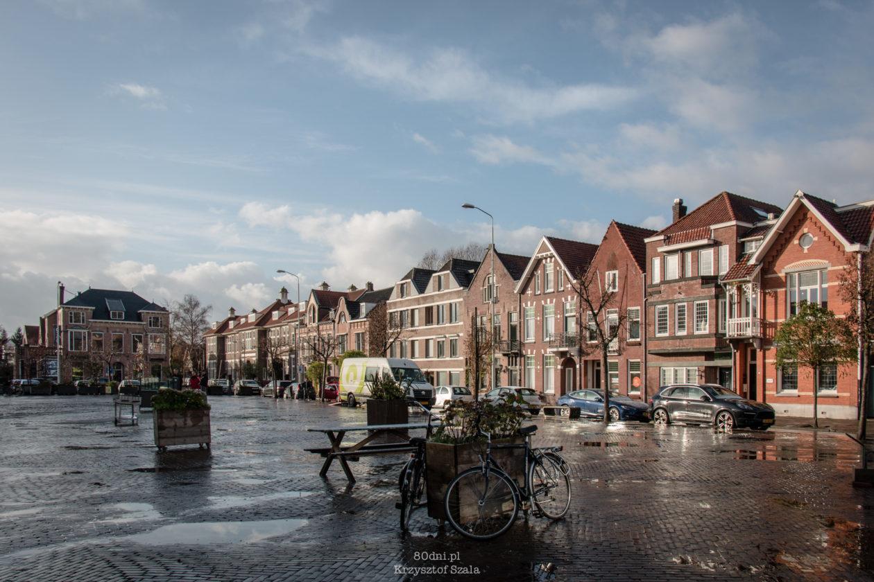 Plac przy Wilhelminaplein - dzielnicy rozrywkowej