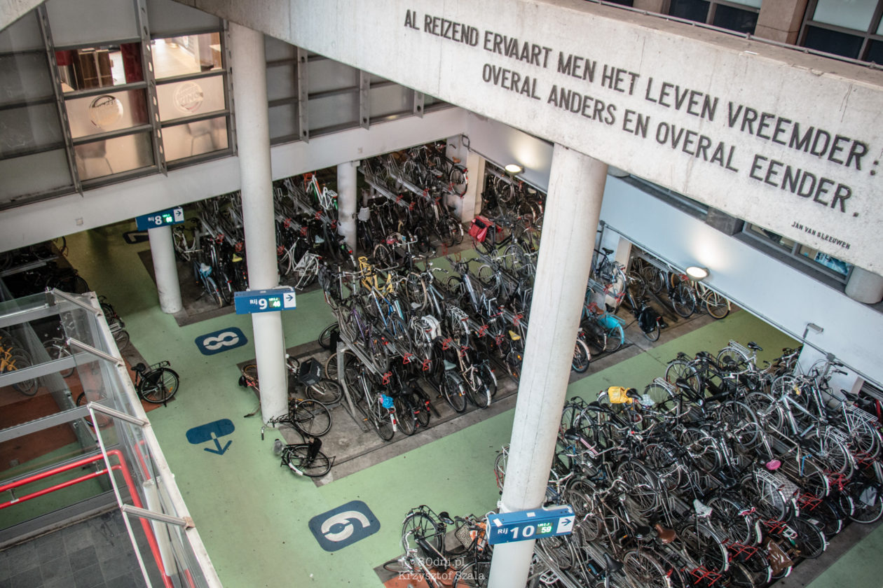 Parking rowerowy w podziemiach dworca kolejowego
