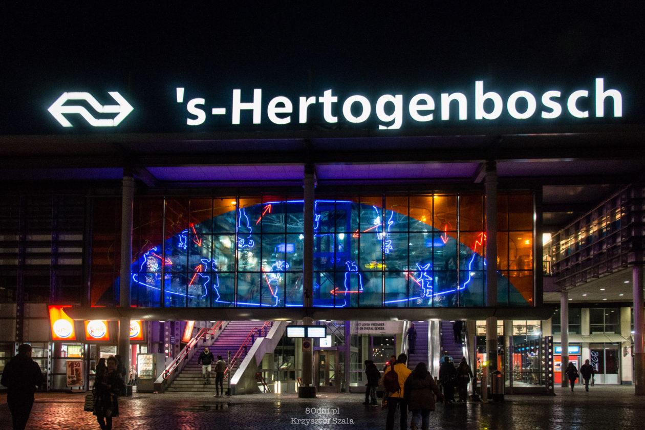 Dworzec Główny w 's-Hertogenbosch nocą