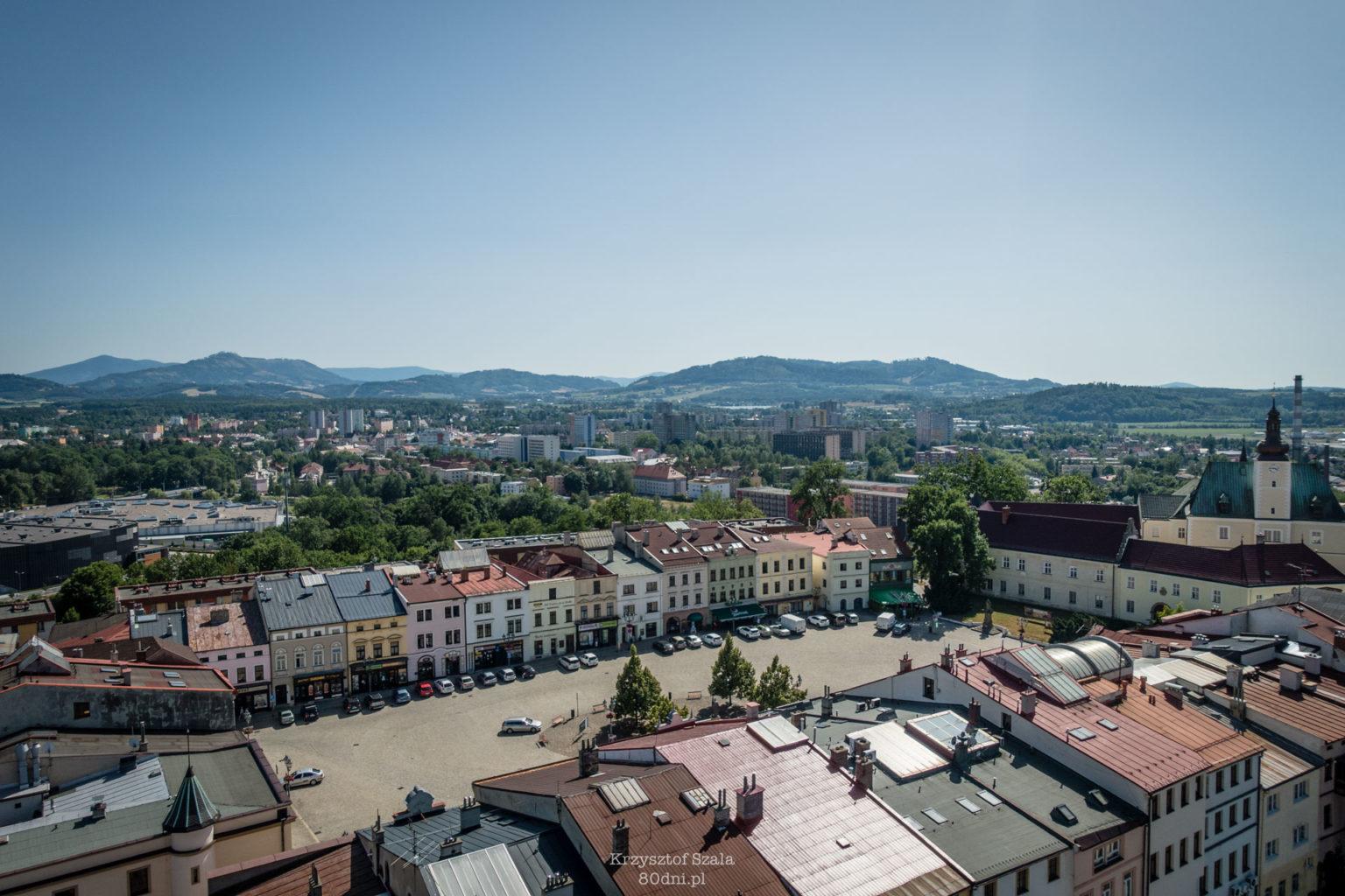 Ryneczek w śląskiej części Frydka-Mistka. Widok z Wieży Świętojańskiej.