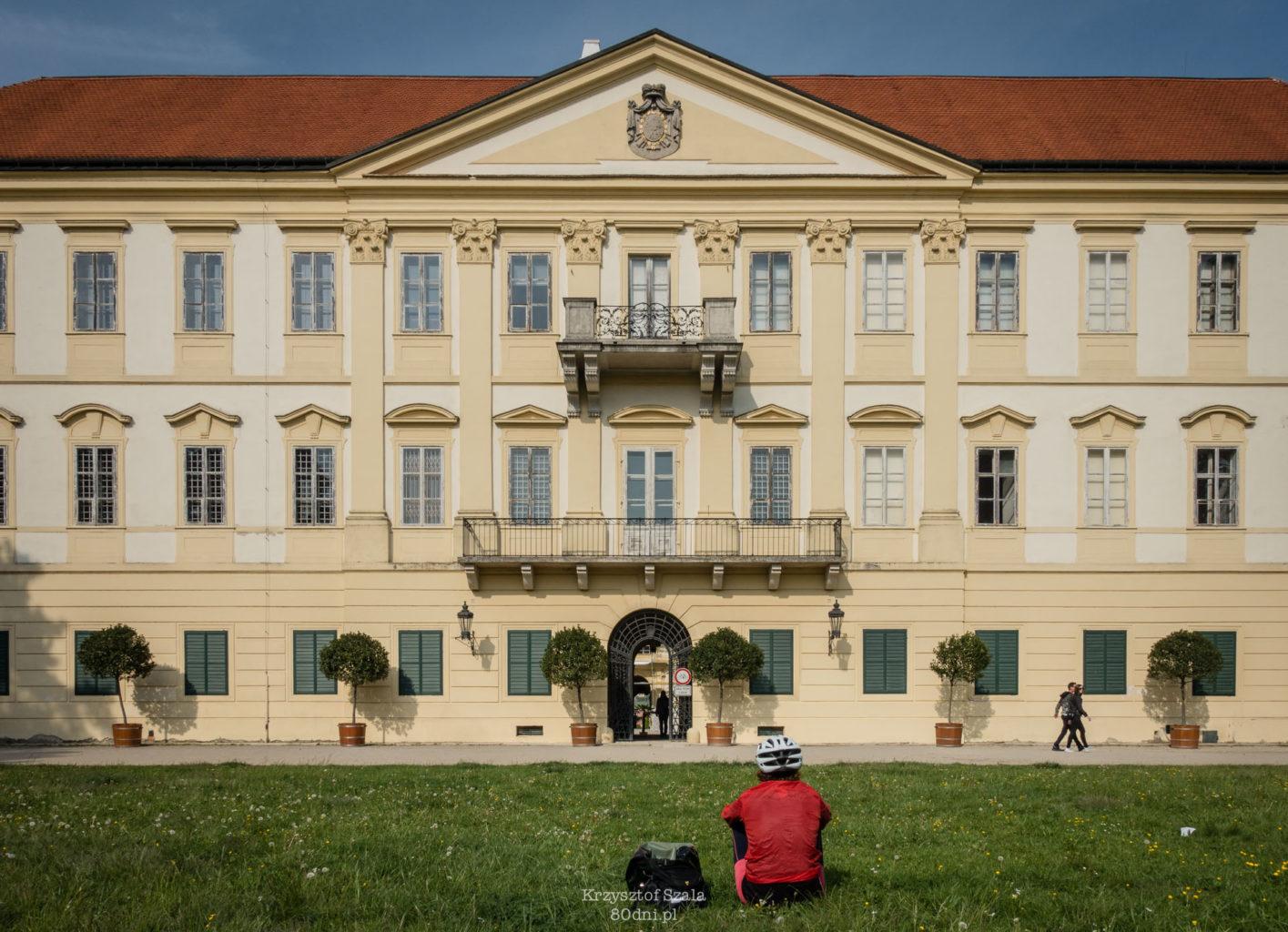 Pałac w Valticach – wraz z kompleksem w Lednicach znajduje się na liście światowego dziedzictwa UNESCO.