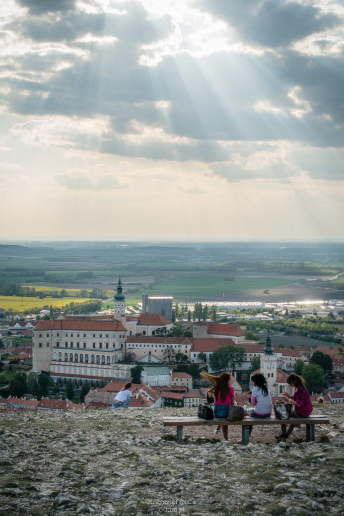 Svatý Kopeček – Święte Wzgórze górujące nad Mikulovem.