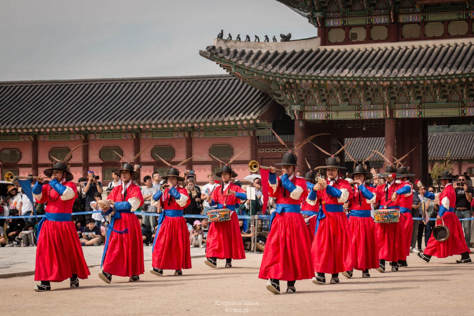 Zmiana warty przy bramie Gwanghwamun